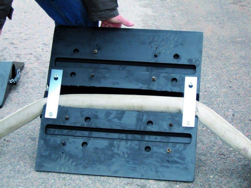Slangbrygga Värnamo är en originalprodukt. Skyddar slangen effektivt och används av landets brandkår.