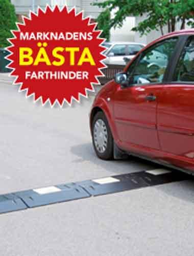 värnamo farthinder marknadens bästa farthinder passeras av en röd bil och sänker hastigheten till en härlig trafikmiljö