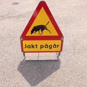 Varningskylt jakt pågår
