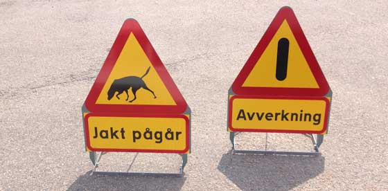 Varning för vägbula jakt pågår och avverkning vägskyltar för dig