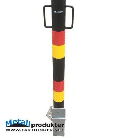 Bild av parkeringsstolpe med röd/gul markering.
