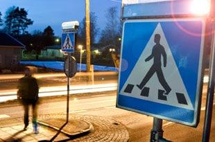 trafiksituation med säkert övergångställe